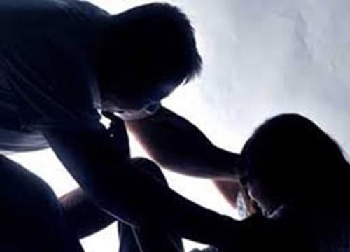 """Xác minh thông tin bé gái 12 tuổi """"tố"""" bị cha dượng nhiều lần xâm hại"""