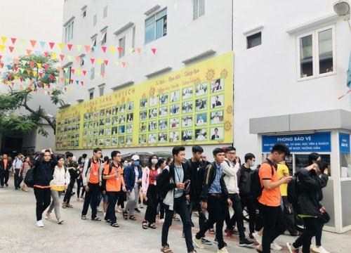 Hơn 50.000 sinh viên nghỉ học vì nam tiếp viên và giáo viên tiếng Anh nhiễm COVID-19