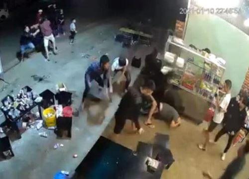 Đi mời bia, một thanh niên bị đánh bất tỉnh vì vỗ vào đầu bạn nhậu
