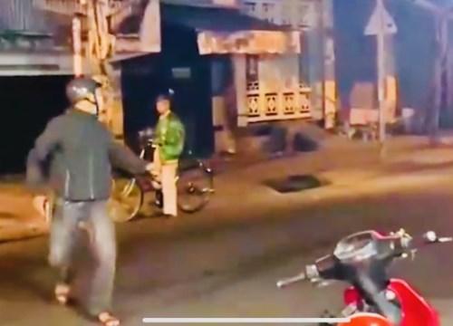 Cảnh sát nổ súng giải tán nhóm 'quái xế'