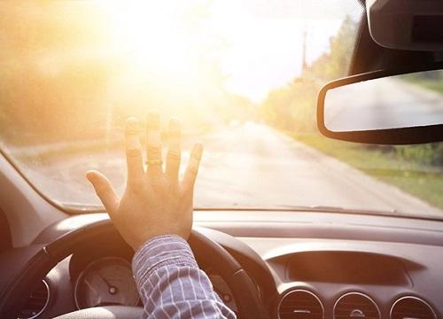"""Chặn đầu ô tô, người phụ nữ còn có hành động phản cảm khiến tài xế """"đỏ mặt"""""""