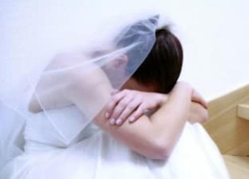 Đêm hôm cưới người vợ giả vờ say, nửa đêm nghe được cuộc nói chuyện của chồng cô vợ ly hôn ngay lập tức